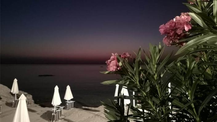 bouganville rodi tramonto spiaggia